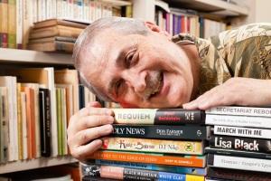 Phil Loves Books